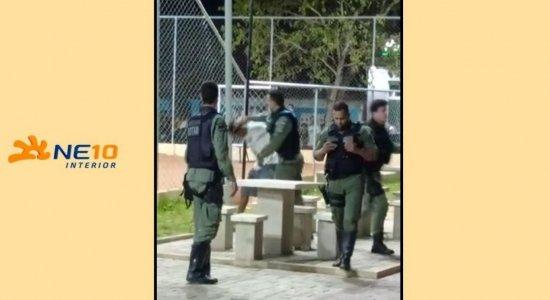 Vídeo mostra policiais militares agredindo jovem em Palmares
