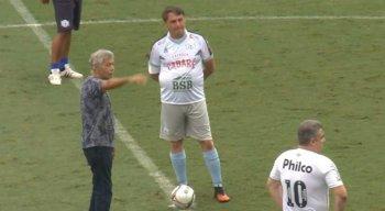Bolsonaro participou de jogo beneficente no estádio da Vila Belmiro