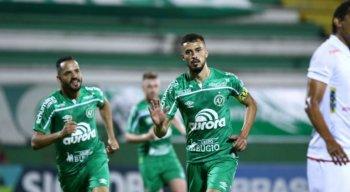 Chapecoense vence o Paraná e reassume liderança da Série B
