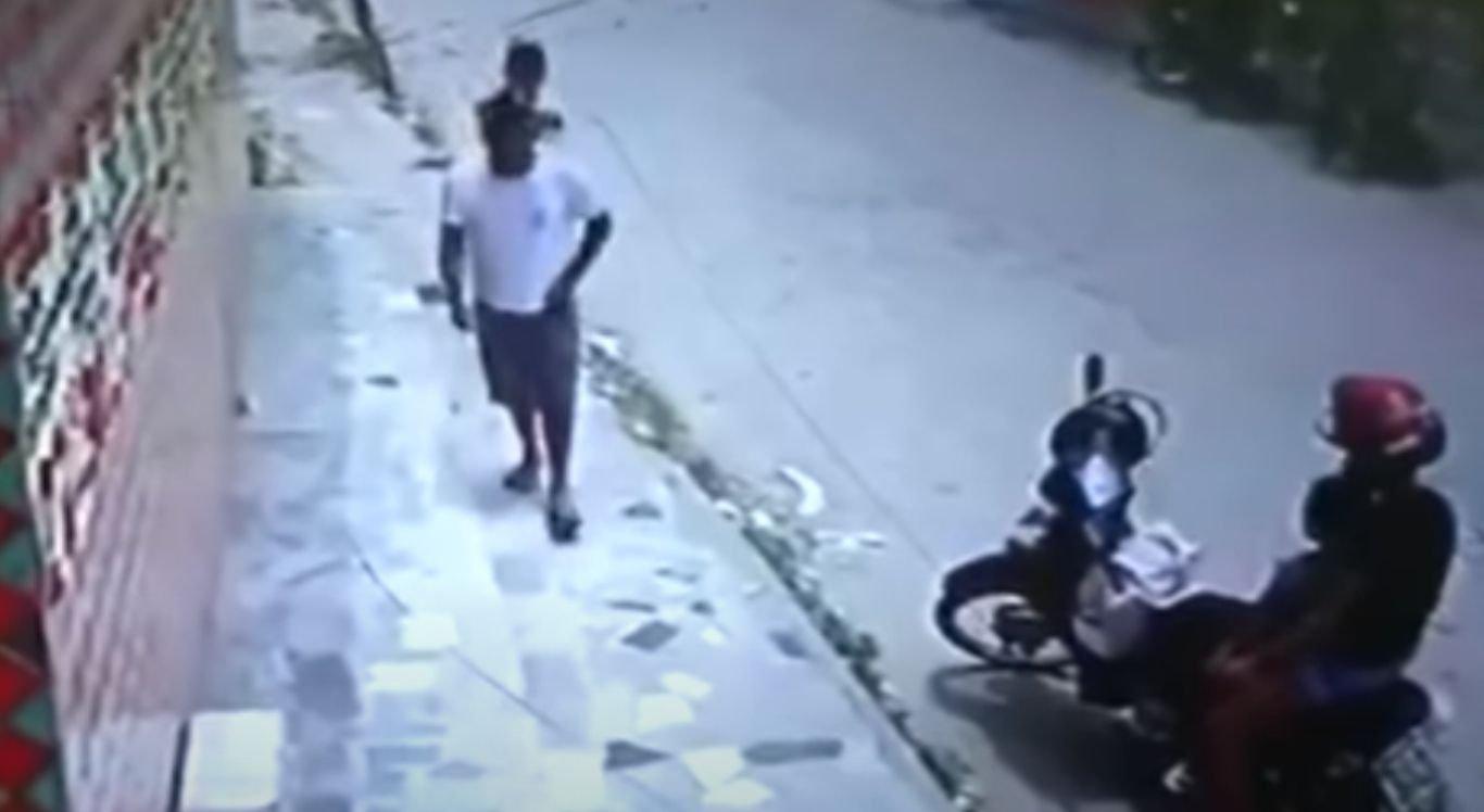 Depois de cometer o assassinato, o autor dos disparos fugiu de bicicleta