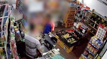 Por conta da violência, comerciantes e moradores da cidade estão aterrorizados.