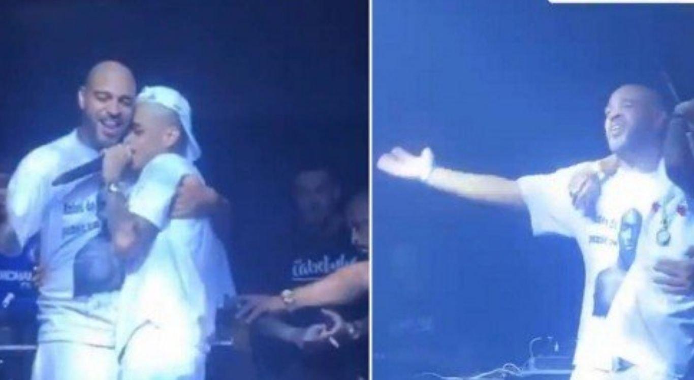 Animado, ex-craque subiu ao palco na hora do show de MC Cabelinho