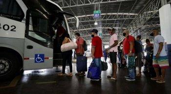 A orientação é chegar com uma hora de antecedência para evitar aglomerações nas filas de embarque