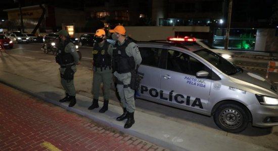 Policiais Militares vão estar nas ruas para impedir serviços não essenciais de abrirem entre 22h e 5h, em Pernambuco