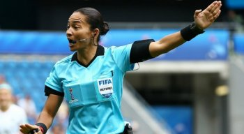 A árbitra brasileira Edina Alves é a única mulher escolhida para apitar o Mundial de Clubes