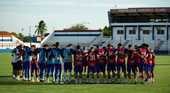 Dez jogadores do Fortaleza testam positivo para a covid-19 e estão fora da partida contra o Sport