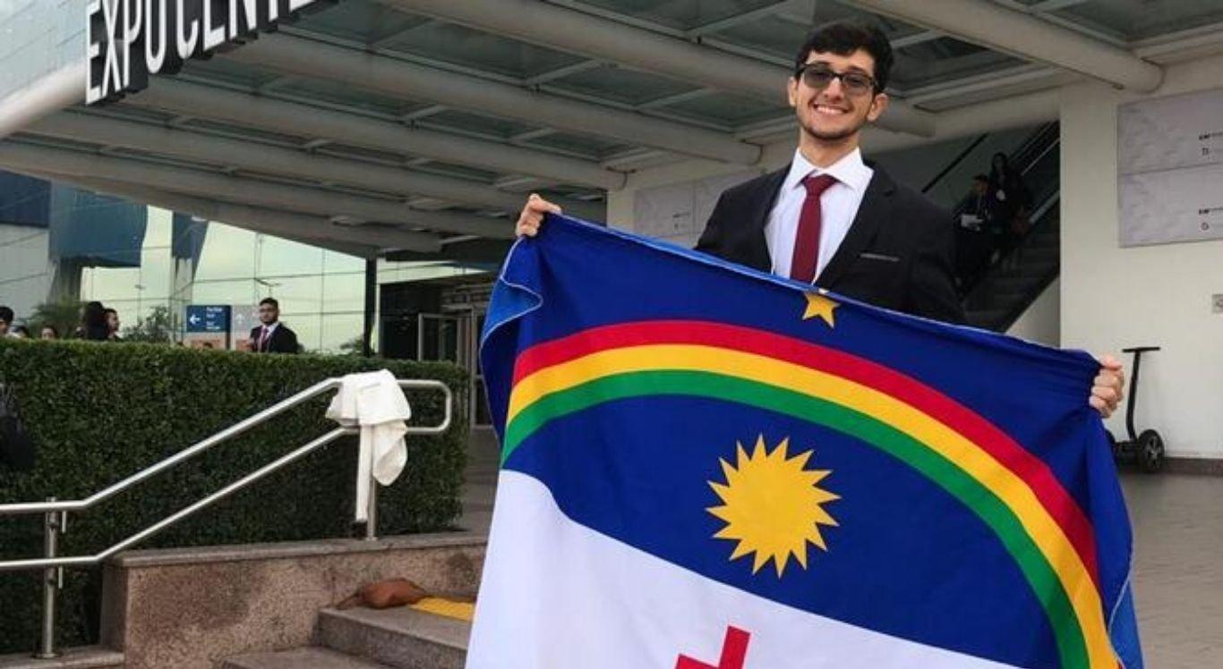 Estudante ganha bolsa para estudar no exterior