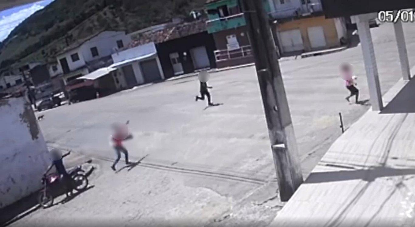 Câmeras de segurança flagraram o crime