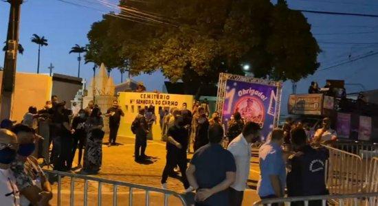 Enterro de Genival Lacerda acontece em Campina Grande, na Paraíba