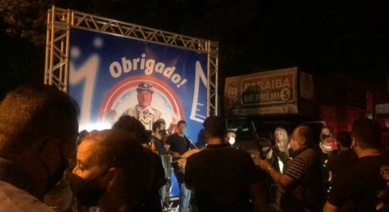 Multidão marca presença no enterro de Genival Lacerda, na Paraíba