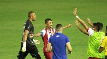 Náutico vence o Paraná por 2x1, nos Aflitos