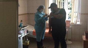 O estudante de medicina brasileiro André Vieira, colaborador da Rádio Jornal em Moscou, foi vacinado contra a covid-19