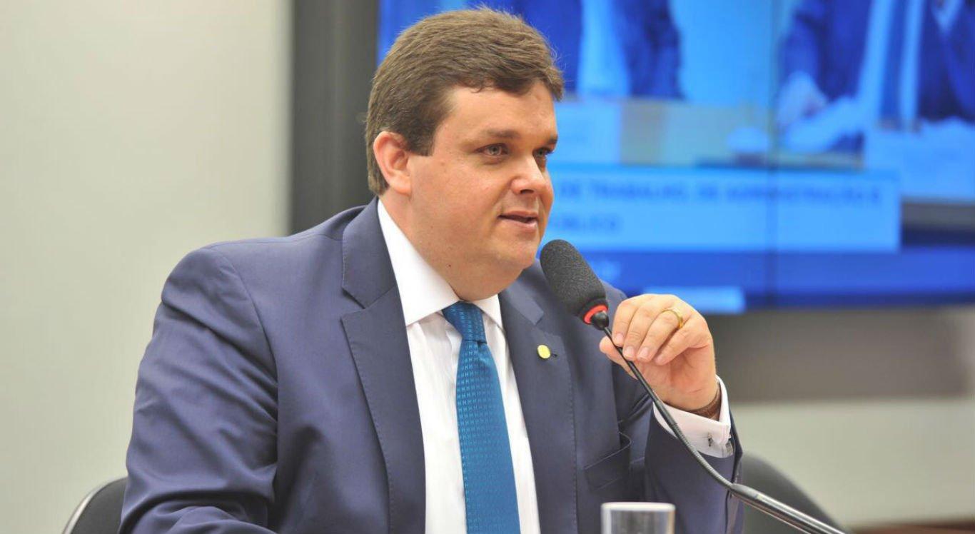 Wolney Queiroz participou de entrevista da Rádio Jornal Caruaru