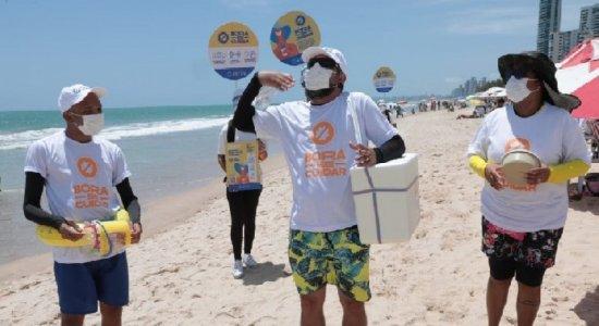 Prefeituras do Recife e de Olinda promovem ação para tentar convencer banhistas a usarem máscara nas praias