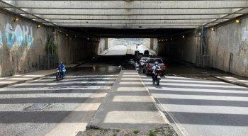 Por conta do descaso,os motoristas passaram reclamado das condições da pista.