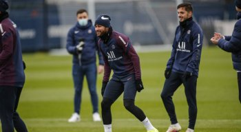 Neymar voltou a treinar normalmente com os companheiros de PSG