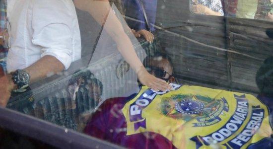 Sob forte comoção e dor, policial morto em lanchonete é enterrado em Santo Amaro