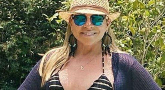 Aos 63 anos, Christina Rocha posa de biquíni e corpão impressiona