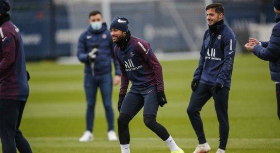Neymar volta a treinar quase um mês após lesão no tornozelo
