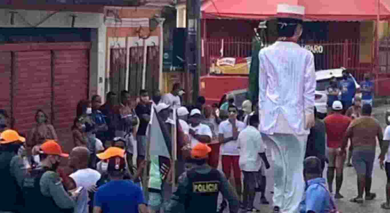 O desfile do Menino da Tarde foi interrompido pela Polícia Militar
