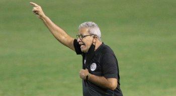 Hélio dos Anjos fica satisfeito com atuação do Náutico diante do líder América-MG