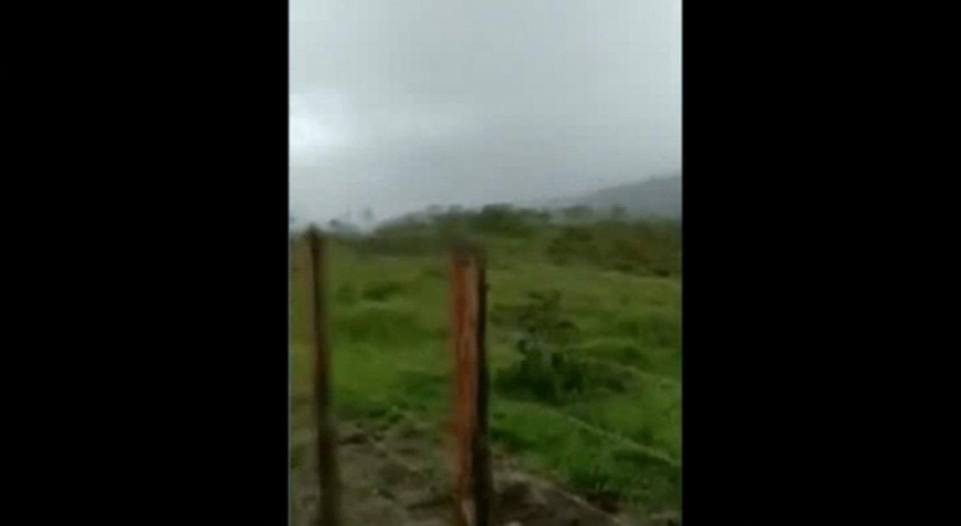 Vídeo mostra momento em que raio quase atinge homem
