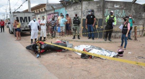 Acidente envolvendo caminhão e moto deixa homem morto em Olinda