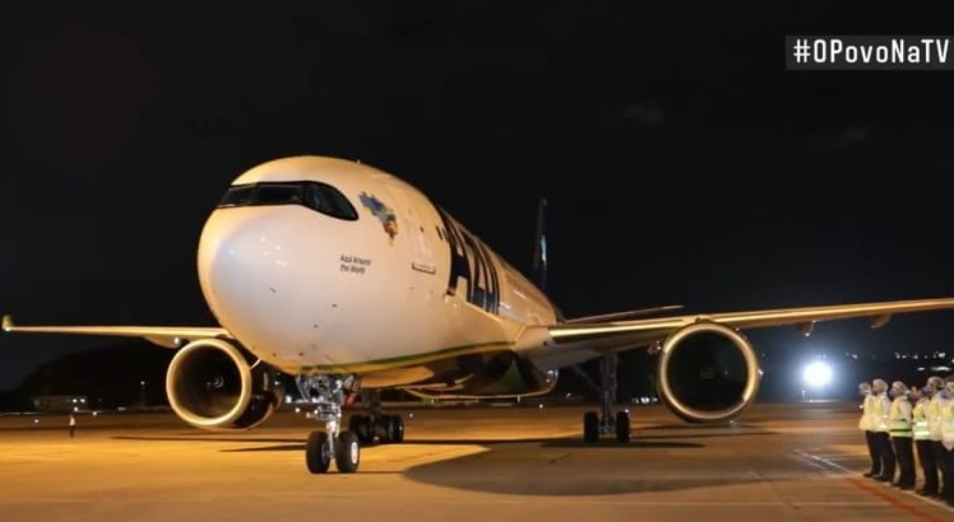 A aeronave pousou no Aeroporto do Recife na noite desta quinta-feira (14)