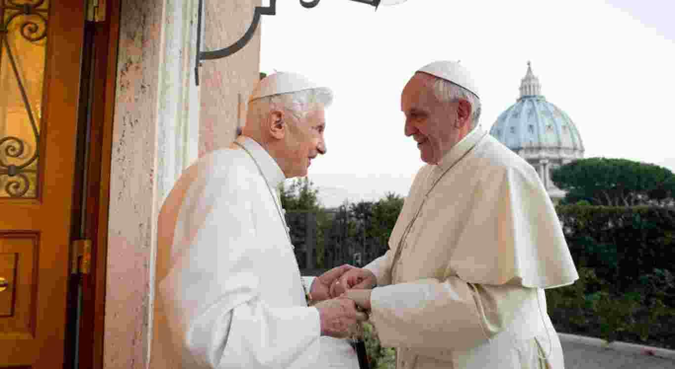 Papa Francisco e o papa emérito Bento VXI foram vacinados nesta semana