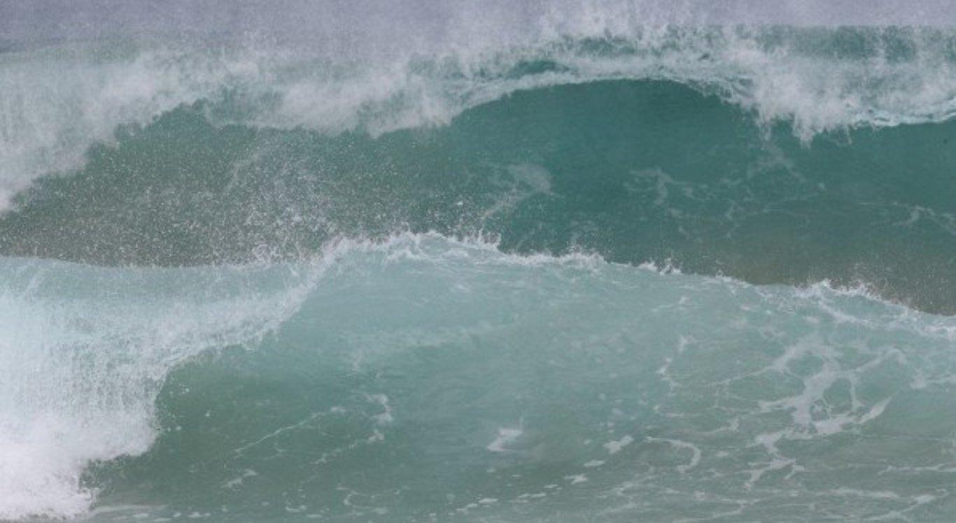 Ondas de praias de Fernando de Noronha