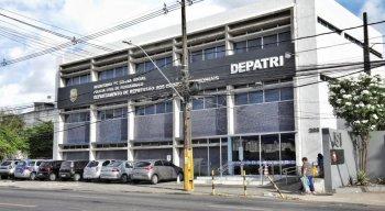 Os presos foram trazidos para o Departamento de Repressão aos Crimes Patrimôniais, o DEPATRI, em Afogados.