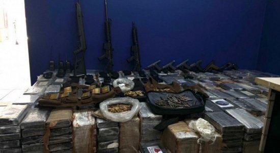 Operação prende policiais militares e apreende fuzis, pistolas e drogas no Grande Recife