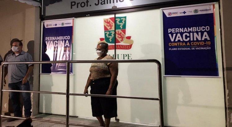 Técnico de enfermagem Perpétua dos Santos no aguardo para ser vacinada contra a covid-19