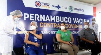 Cerca de 1,3 mil profissionais de saúde que atuam na instituição serão imunizados