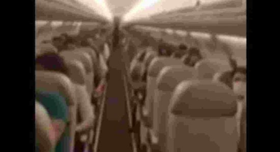 Passageiros aplaudem transporte da vacina em voo