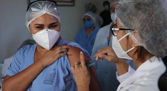 Pernambuco começa segundo dia de vacinação contra covid-19