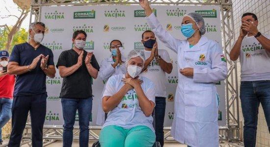 Vacinação contra covid-19 começa em Caruaru