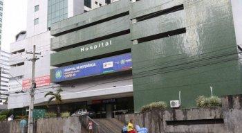 Profissionais do Hospital de Referência à Covid-19 em Boa Viagem receberam a primeira dose nesta terça-feira (19) -