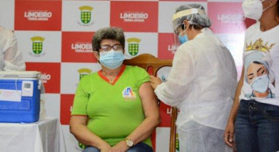 Limoeiro inicia vacinação contra Covid