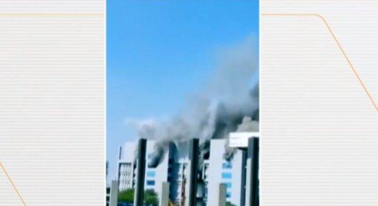 Incêndio de grandes proporções atinge fábrica que produz vacina contra covid-19, na Índia