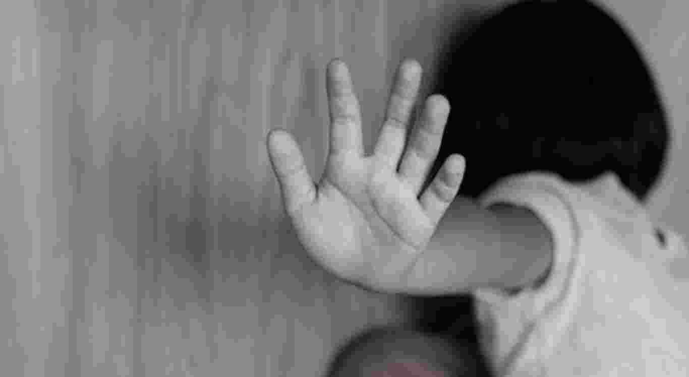 A criança de 10 anos foi abusada pelo padrasto