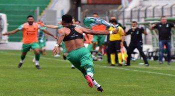 Com gol de Rogério (ex-Sport e Náutico), Juventude vence Figueirense e ajuda o Timbu