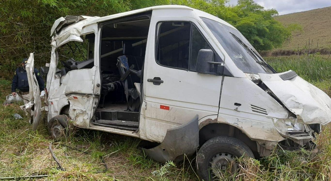 Motorista da van perdeu o controle do veículo