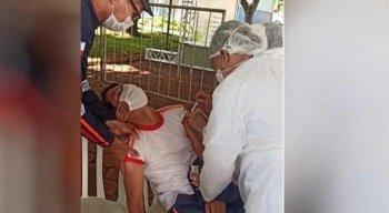 Vídeo: socorrista do Samu desmaia de medo de agulha na hora de se vacinar