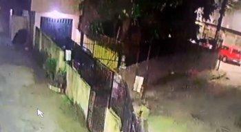 De acordo com moradores, o suspeito teria levado objetos da paróquia em Brasília Teimosa, na Zona Sul do Recife