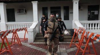 A polícia não divulgou o número exato de mandados que foram expedidos nem mesmo o número de mandados cumpridos.