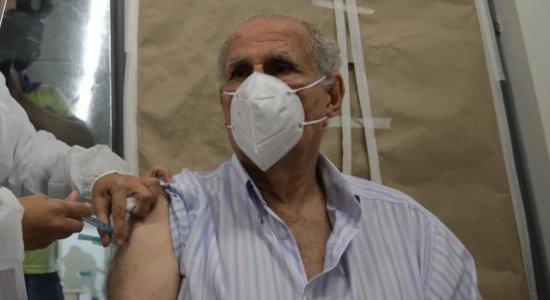 Covid-19: Veja como agendar vacinação para idosos acima de 85 anos em Caruaru