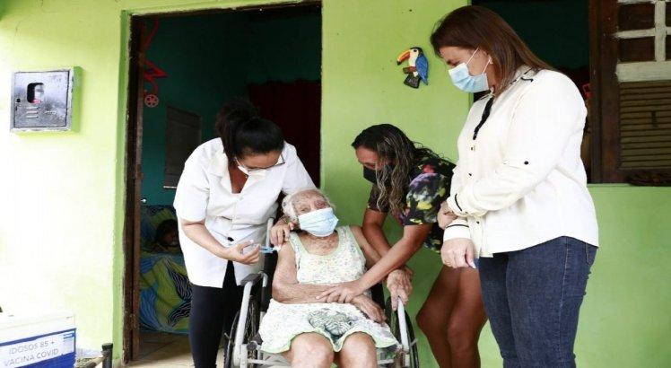 Diolinda Nobre do Carmo, que está prestes a completar 115 anos, foi vacinada contra a covid-19