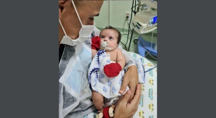 Após superar drama no nascimento, filho de Victor Rangel agora luta para vencer a covid-19