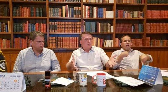 Bolsonaro indica que não conseguirá reverter aumento de R$ 0,09 do diesel e caminhoneiros sinalizam greve